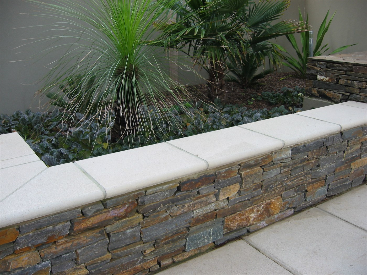 ... Feature Stone On Retaining Wall ...